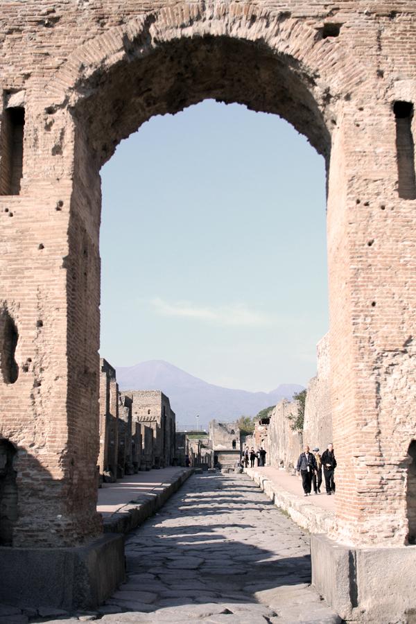 Blick entlang einer der Straßen Pompejis