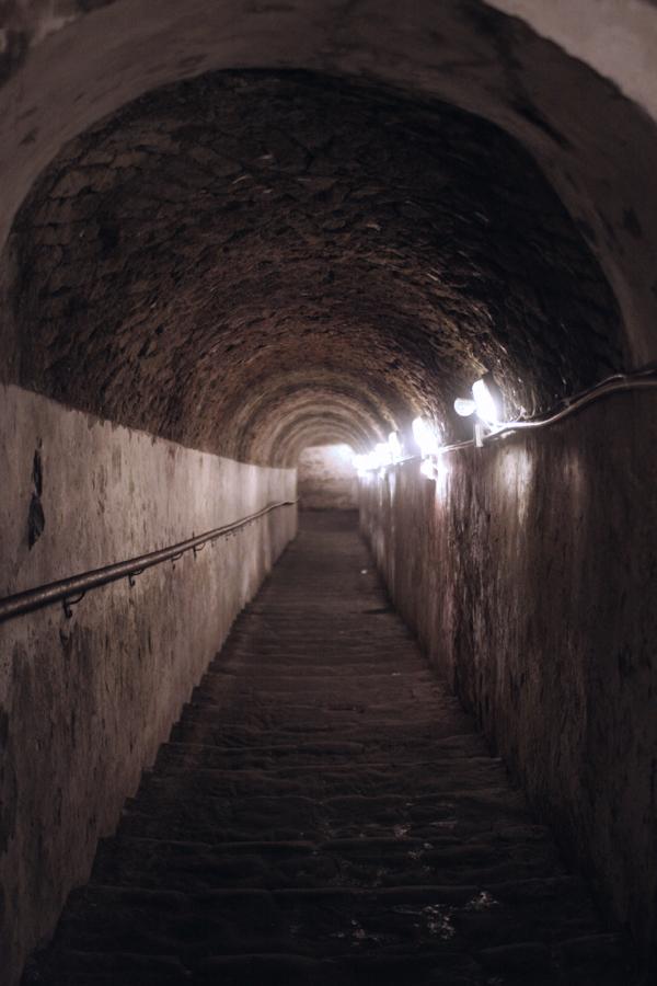 Treppe in die Unterwelt Neapels