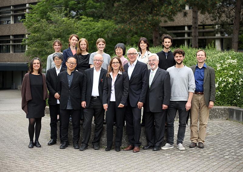 Fachhochschule Köln Fakultät für Architektur, Treffen mit Prof. Kimura aus Japan, Internationalisierungsteam und Kollegen vor dem Altbau der FH Köln Deutz