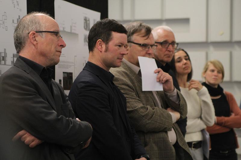Prof. Paul Böhm, Prof. Rüdiger Karzel, Prof. Dr. Norbert Schöndeling, Prof. Jochen Siegemund und Lena Piontek bei der Aufstellung