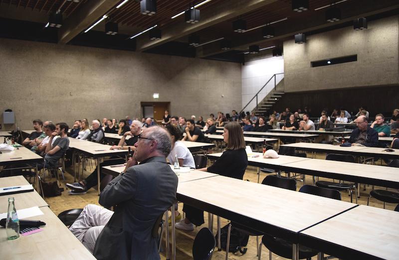 Zuhörer im Karl-Schüssler-Saal