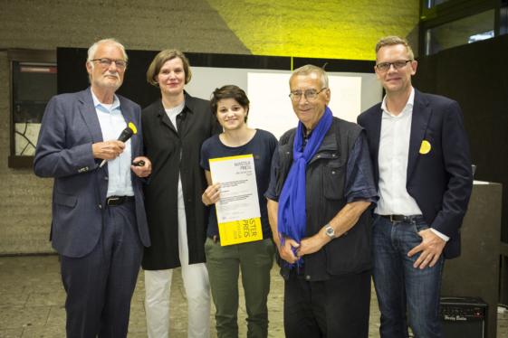 Preisträgerin Tabbone mit Teil der Jury und Prof. Wiese
