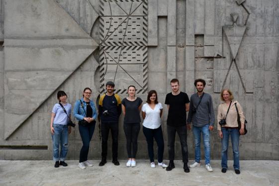 Gruppenfoto vor der Unité d'Habitation in Briey