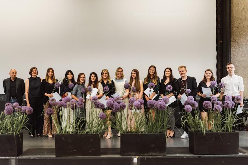 Bachelor-Absolventinnen und Absolventen Sommersemester 2019 betreut von Prof. Carola Wiese (2.v.l.) und Prof. Nikolaus Bienefeld (1.v.l.)