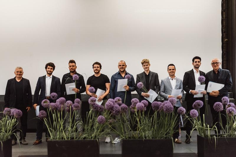 Bachelor-Absolventen Sommersemester 2019 betreut von Prof. Peter Scheder (2.v.l.) und Prof. Jochen Siegmund (1.v.r.)